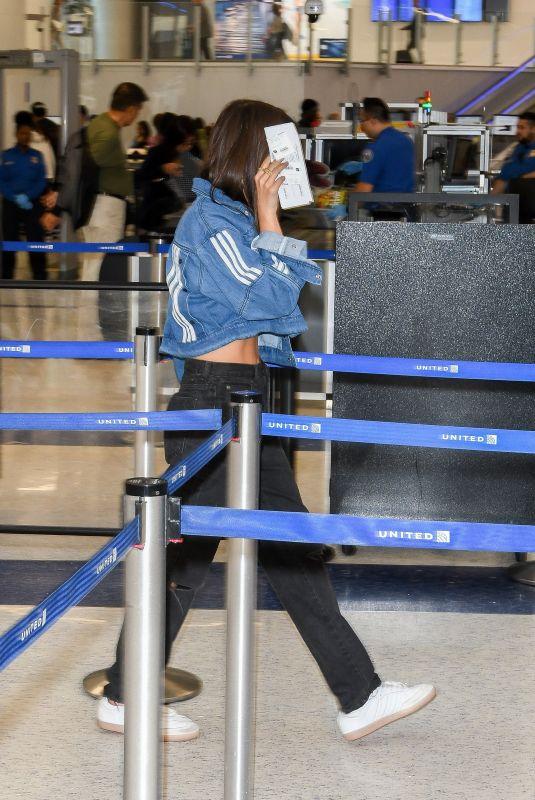 EMILY RATAJKOWSKI at Los Angeles International Airport 04/21/2018
