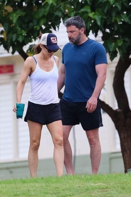 JENNIFER GARNER and Ben Affleck Out in Hawaii 04/02/2018