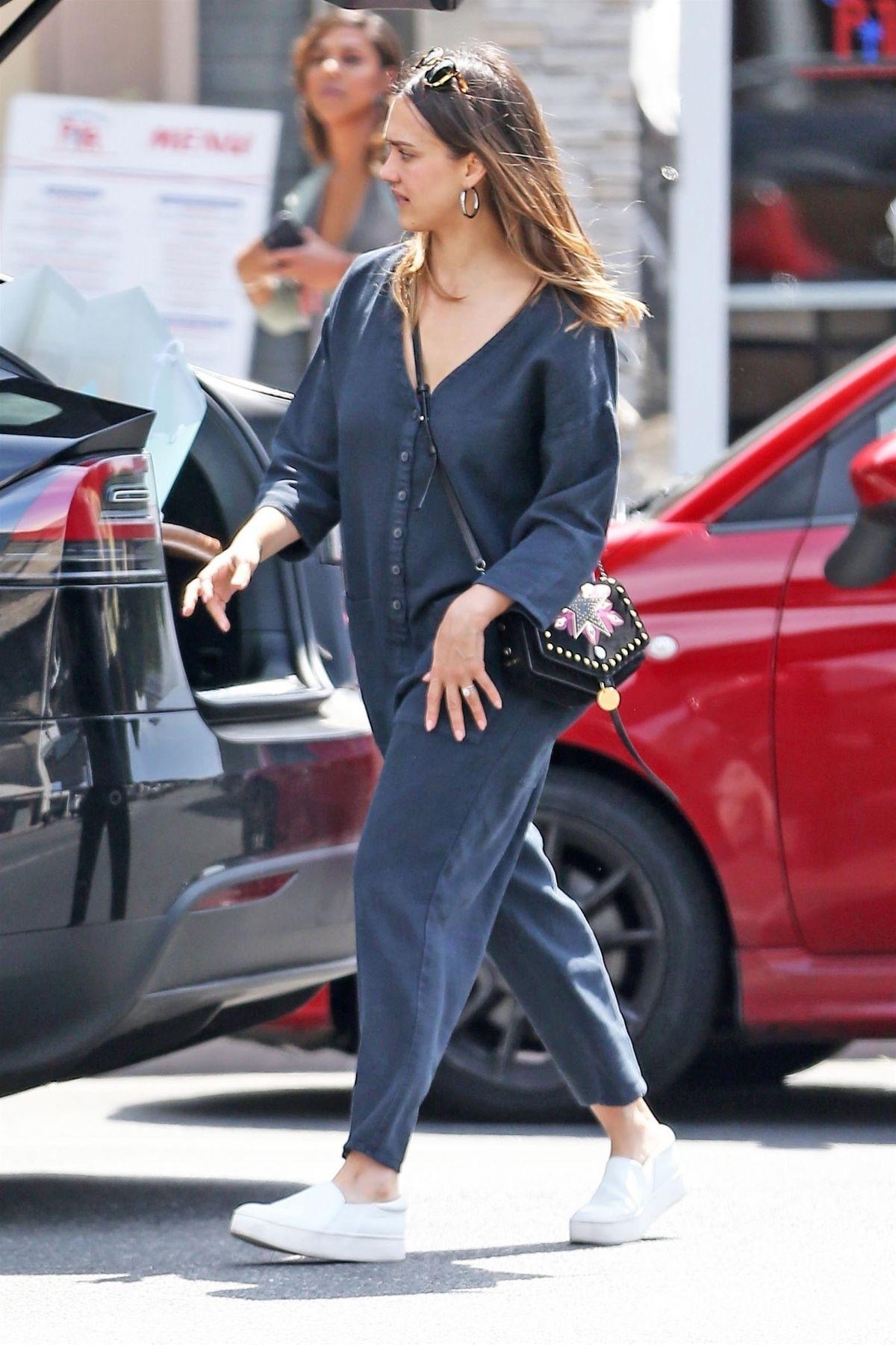 JESSICA ALBA Out Shopp...