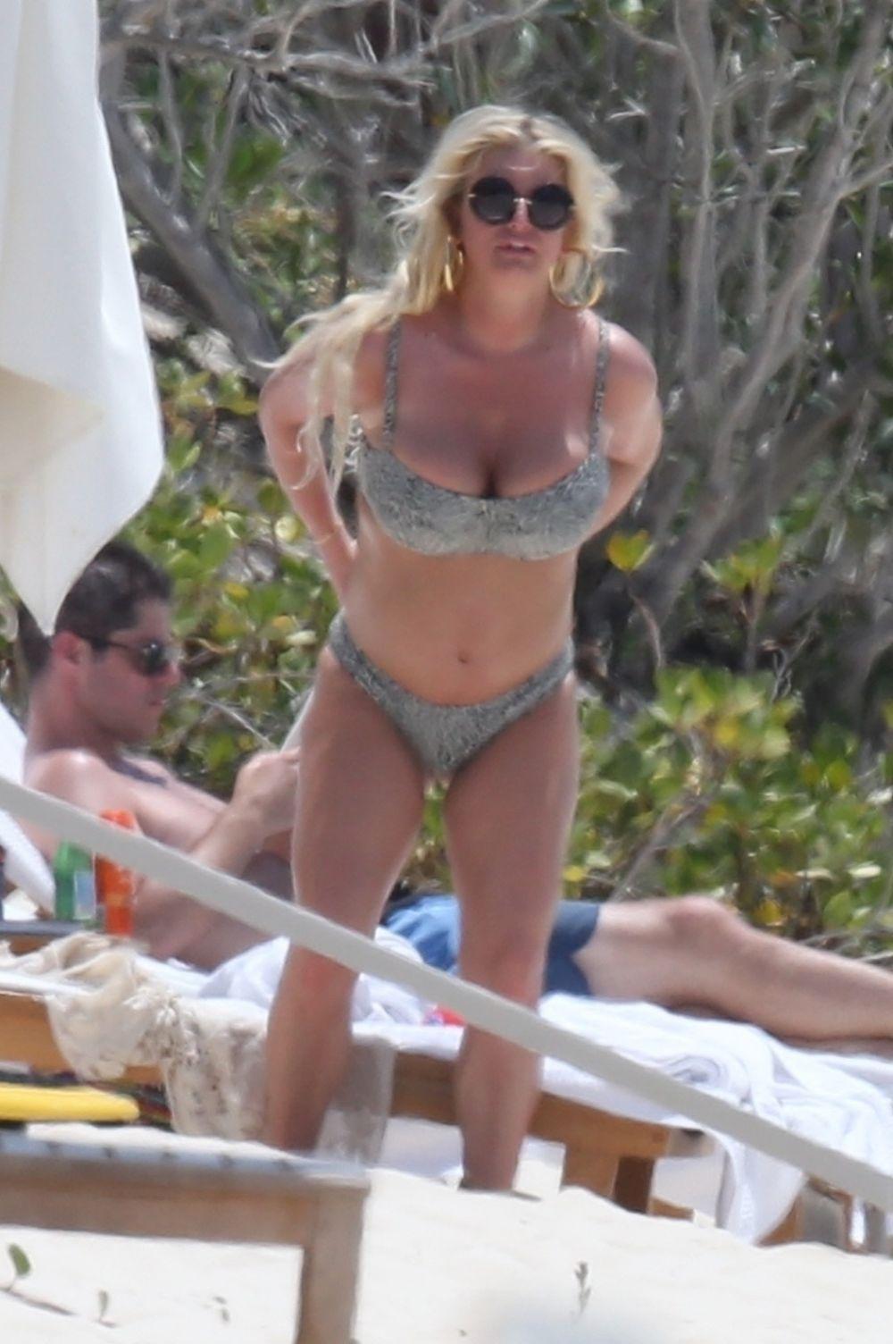 bikini seaside Jessica simpson