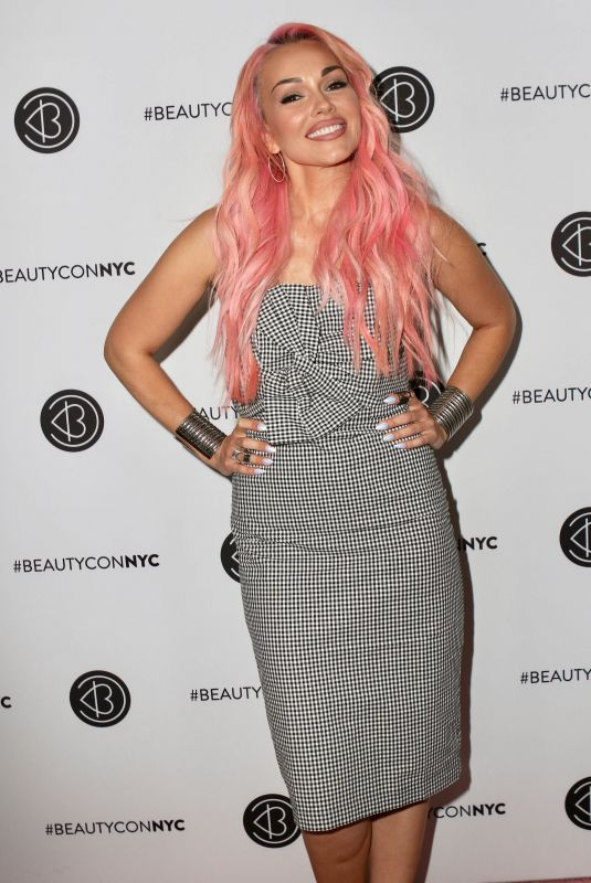 KANDEE JOHNSON at Beauty Con in New York 04/22/2018
