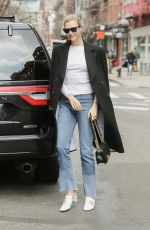 KARLIE KLOSS Arrives to Her Home in New York 04/11/2018