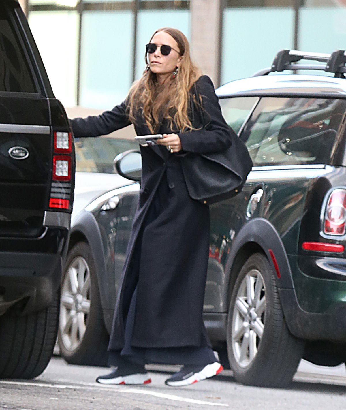 mary kate olsen leaves her office in new york 04052018