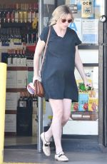Pregnant KIRSTEN DUNST at a Liquor Store in Los Angeles 04/04/2018