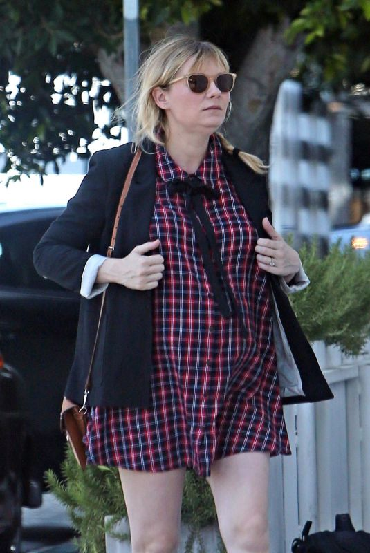 Pregnant KIRSTEN DUNST Out for Breakfast in Toluca Lake 04/13/2018