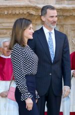 QUEEN LETIZIA OF SPAIN at Traditional Easter Mass in Cathedral of Santa Maria of Palma in Mallorca 04/01/2018