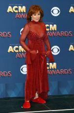 REBA MCENTIRE at 2018 ACM Awards in Las Vegas 04/15/2018