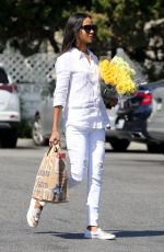 ZOE SALDANA Shopping at Bristol Farms in Beverly Hills 04/14/2018