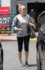 AMY ADAMS Shopping at Bristol Farms in Beverly Hills 05/17/2018