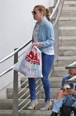 AMY ADAMS Shopping at Tom