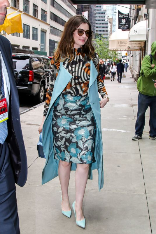 ANNE HATHAWAY Arrives at Her Hotel in New York 22/05/2018