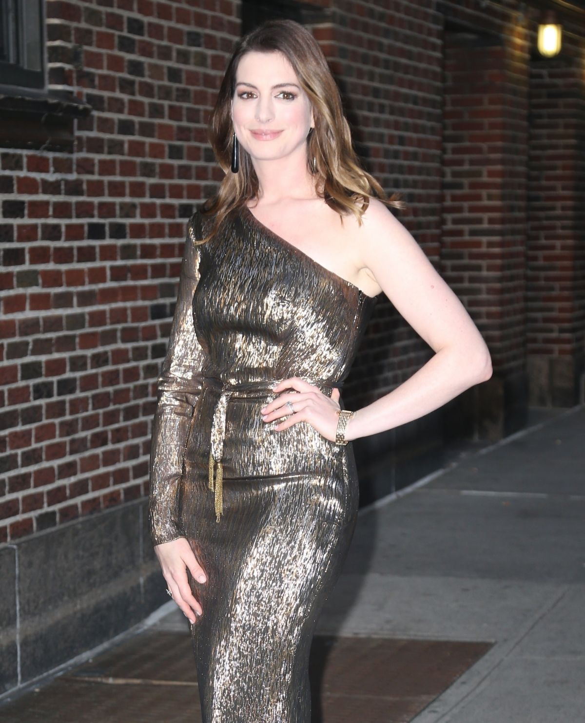 ANNE HATHAWAY At Late Show With Stephen Colbert In New