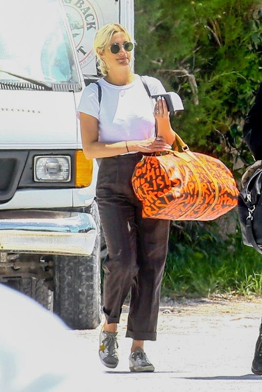 ASHLEE SIMPSON Arrives at Airport in Eleuthera 04/30/2018