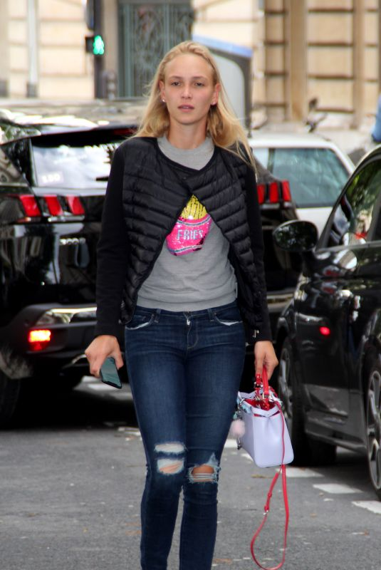 DONNA VEKIC Out and About in Paris 05/30/2018
