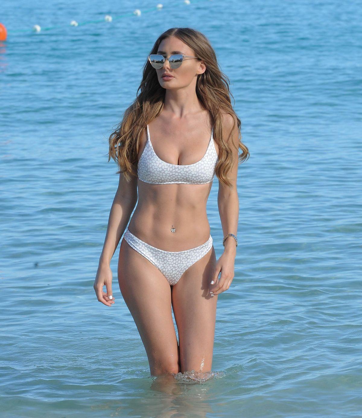 Bikini Tanya Clarke nude (47 photo), Paparazzi