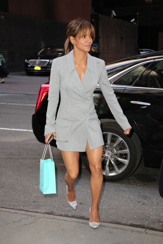 HALLE BERRY Arrives at Her Apartment in New York 04/29/2018