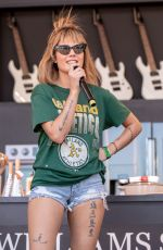 HALSEY PERFORMS at Bottlerock Music Festival at Napa Valley Expo 05/27/2018