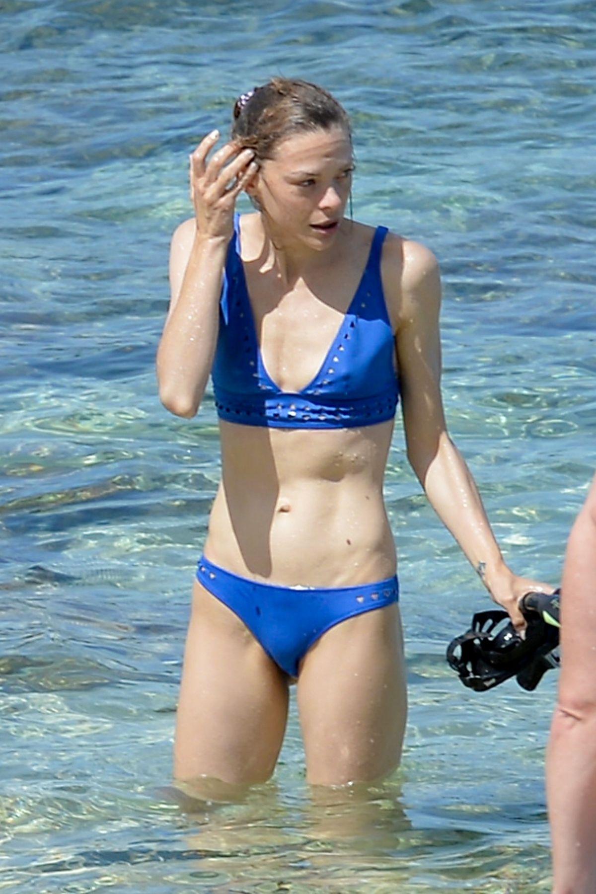 Bikini Emma King nude (87 foto and video), Tits, Hot, Selfie, cleavage 2020