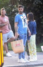 JESY NELSON Out for Picinc with Friends in Primrose Hill 05/05/2018