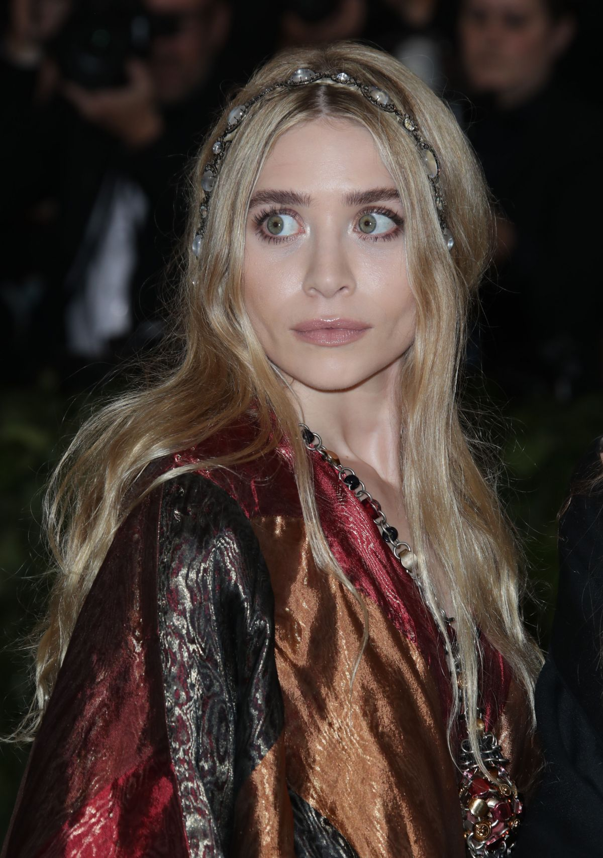 mary-kate-and-ashley-olsen-at-met-gala-2