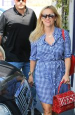 REESE WITHERSPOON Heading to Her Office in Los Angeles 05/09/2018