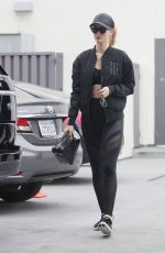 ROSIE HUNTINGTON-WHITELEY Out in Los Angeles 05/20/2018