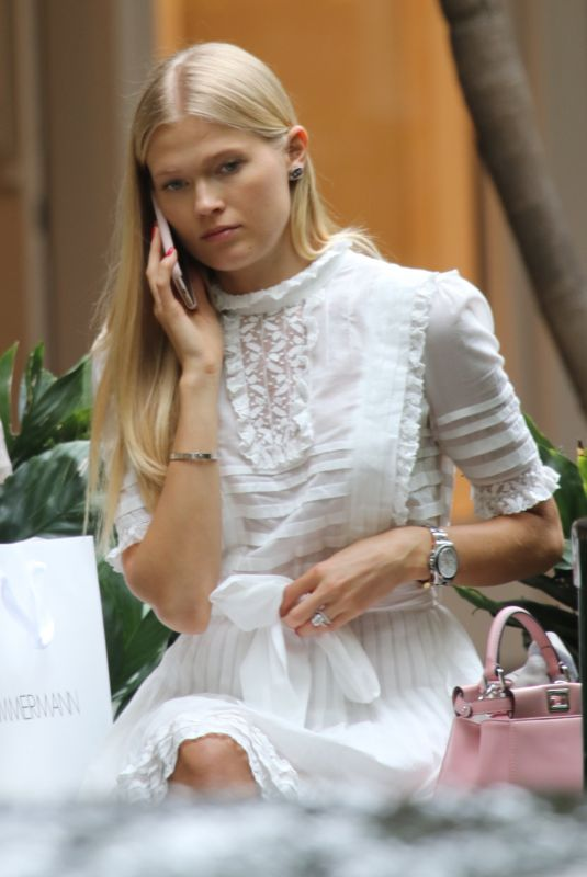 VITA SIDORKINA Shopping in Bal Harbour in Miami 05/02/2018