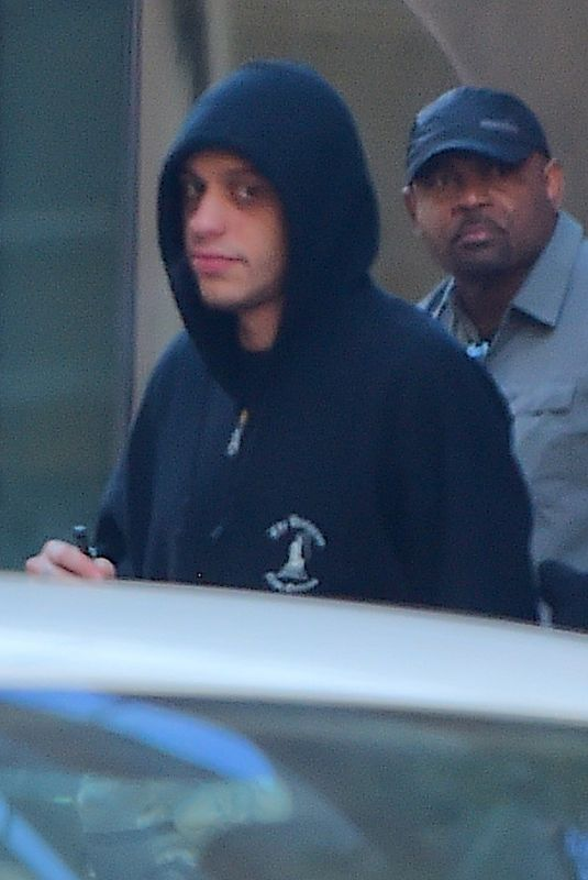 ARIANA GRANDE and Pete Davidson Leaves Their Apartment in New York 06/20/2018