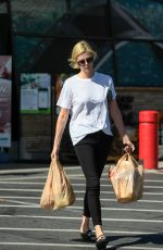 CHARLIZE THERON Shopping for Grocery in Los Angeles 06/12/2018