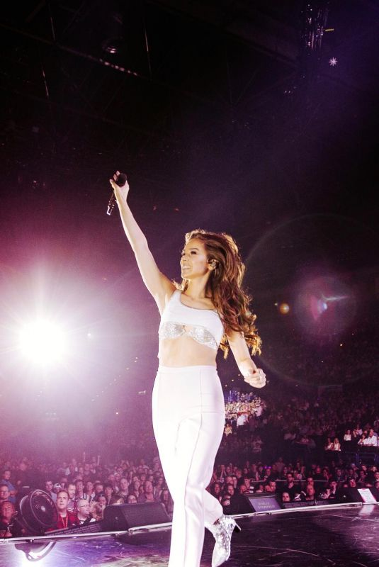 HAILEE STEINFELD Performs at Katy Perry