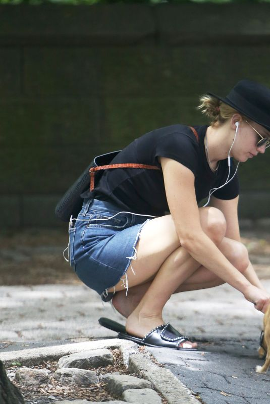 JENNIFER LAWRENCE Walks Her Dog Out in New York 06/25/2018
