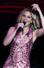 JENNIFER NETTLES Performs at Mandalay Bay Events Center in Las Vegas 06/16/2018