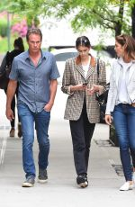 KAIA GERBER Shopping for Aartment with CINDY CRAWFORD and Rande Gerber in New York 06/13/2018