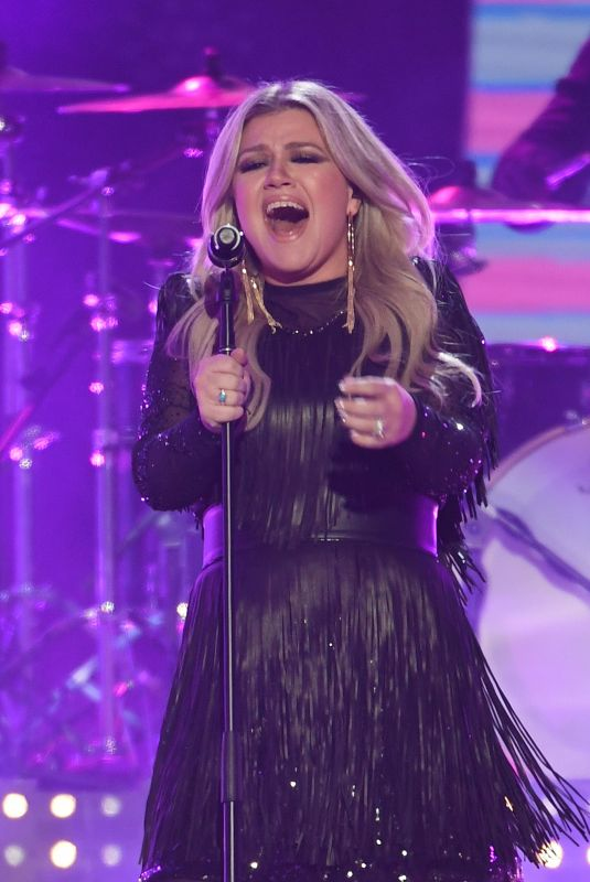 KELLY CLARKSON Performs at CMT Music Awards 2018 in Nashville 06/06/2018