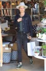 KIM DICKENS Shopping at Williams Sonoma in Beverly Hills 06/04/2018