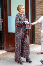 Pregnant KATE HUDSON Leaves Her Hotel in New York 06/09/2018