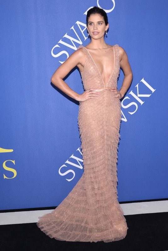 sara-sampaio-at-cfda-fashion-awards-in-n