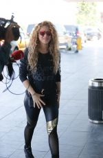 SHAKIRA Arrives at Airport in Barcelona 06/01/2018