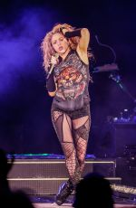 SHAKIRA Perfors at El Dourado Tour in Bordeaux 06/24/2018