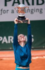 SIMONA HALEP Beats Sloane Stephens to Win French Open Title 06/09/2018