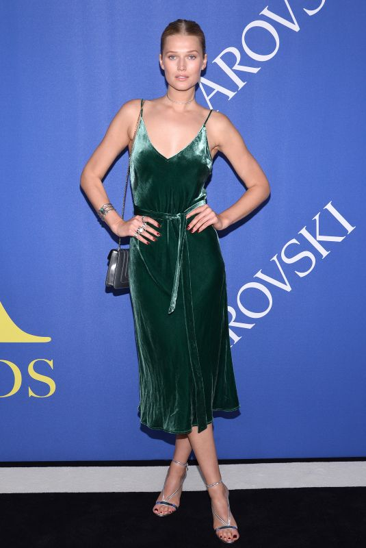 toni-garrn-at-cfda-fashion-awards-in-new