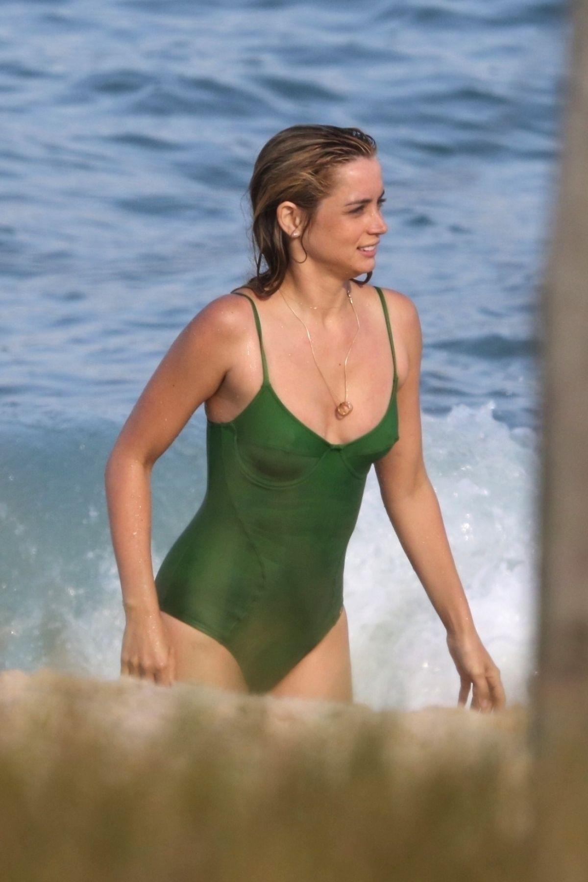 Bikini Ana de Armas nude photos 2019