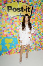HAILEE STEINFELD at Post-it