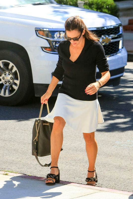 JENNIFER GARNER Arrives at Sunday Church Service in Brentwood 07/22/2018