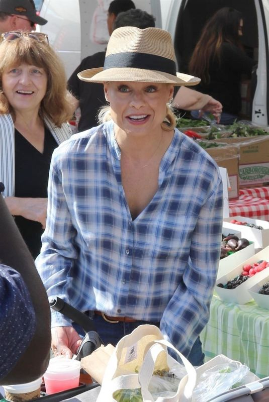 JESSICA COLLINS Shopping at Farmer
