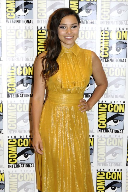 JESSICA PARKER KENNEDY at The Flash Photocall at Comic-con in San Diego 07/21/2018