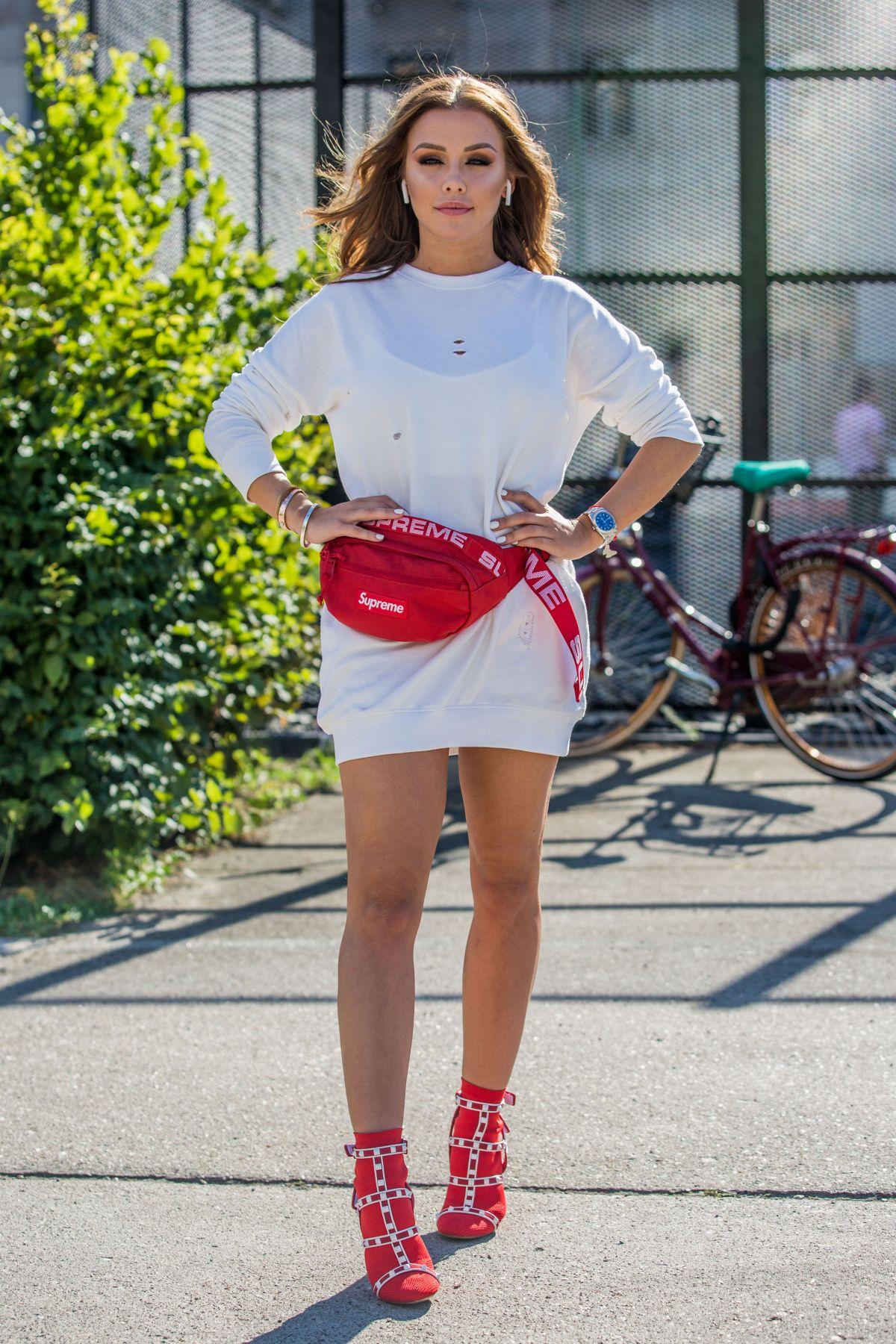 Kim gloss at guido maria kretschmer fashion show at for Mercede benz fashion week