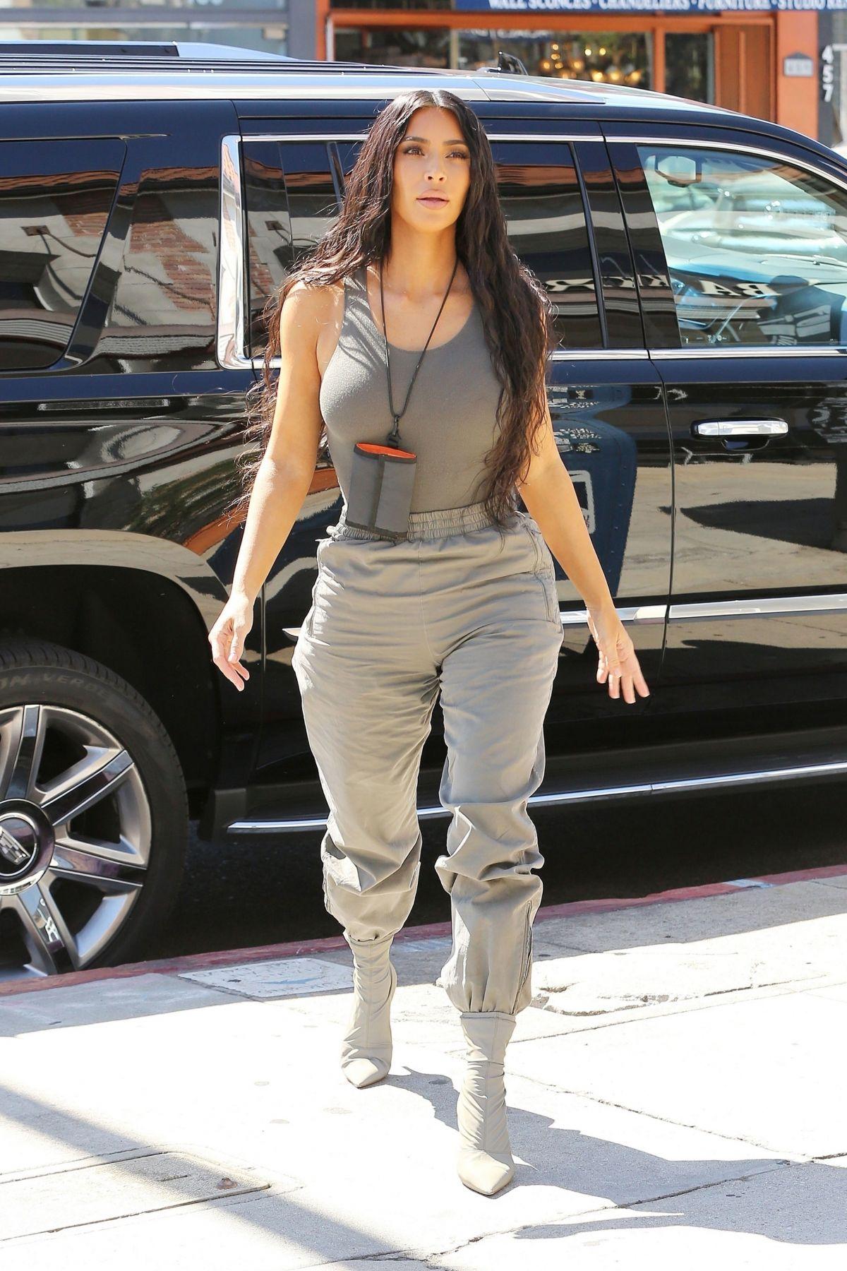 Kim Kardashian At Paint Sip Studio In Los Angeles 07 23