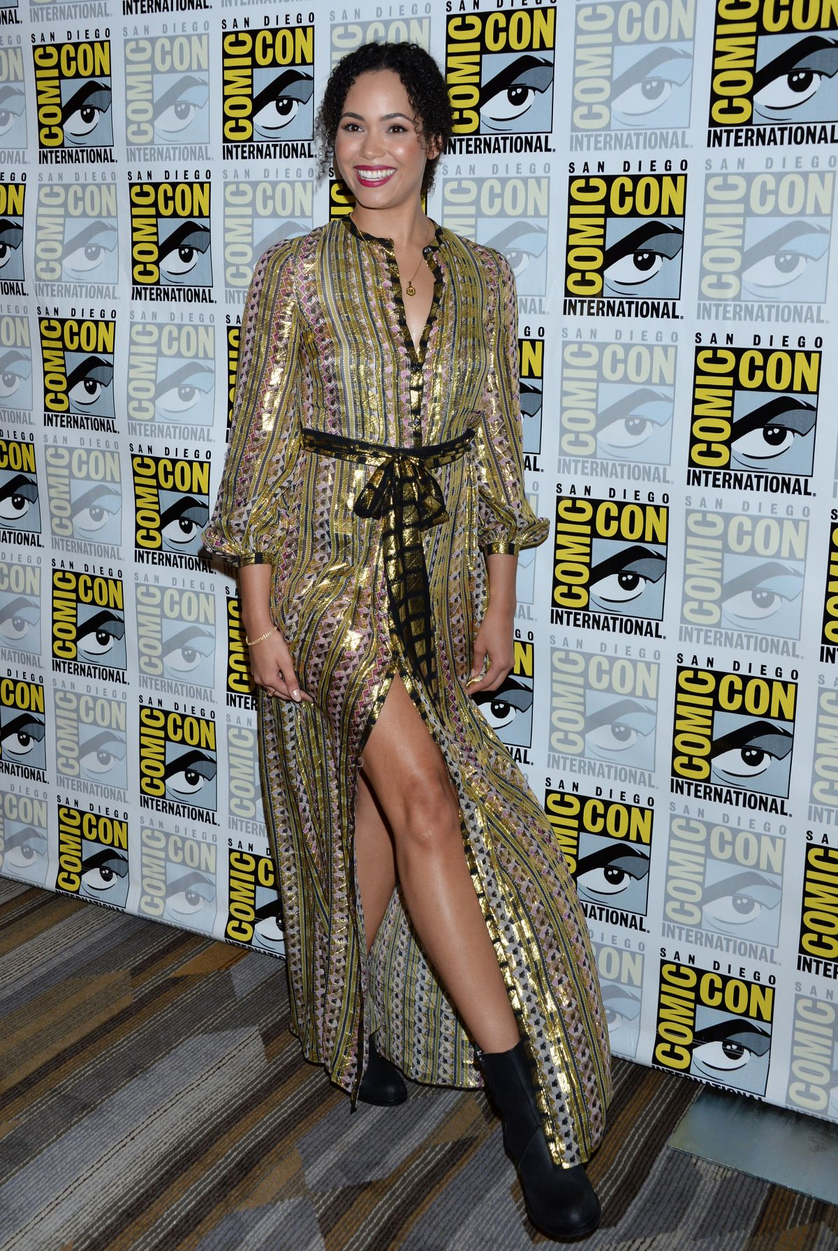 MADELEINE MANTOCK at Charmed Photocall at Comic-con in San