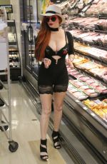 PHOEBE PRICE Shopping at Ralphs in Los Angeles 07/26/2018